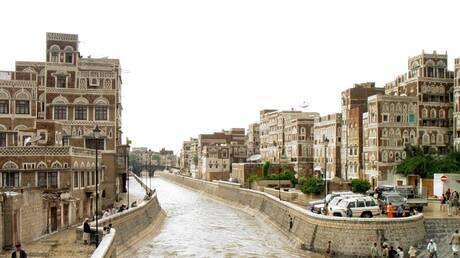 شاهد بالفيديو الان .. الأمطار تغرق صنعاء ومناطق أخرى في اليمن وتصيبها بشلل تام